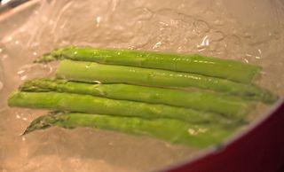 BlanchingGreenAsparagus