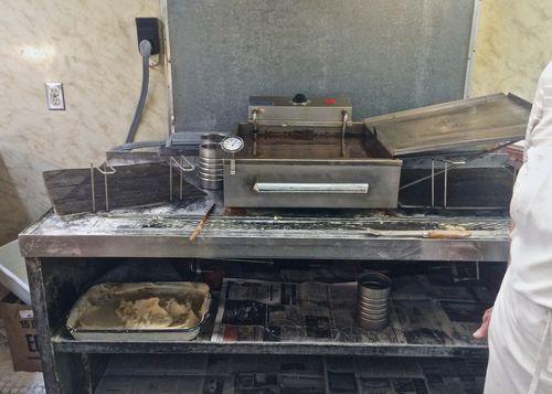 Muriel's-Donuts-Fryer